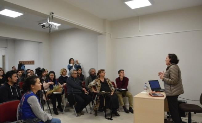 Sanat Eleştirmeni Beral Madra Düzce Üniversitesi öğrencileriyle buluştu