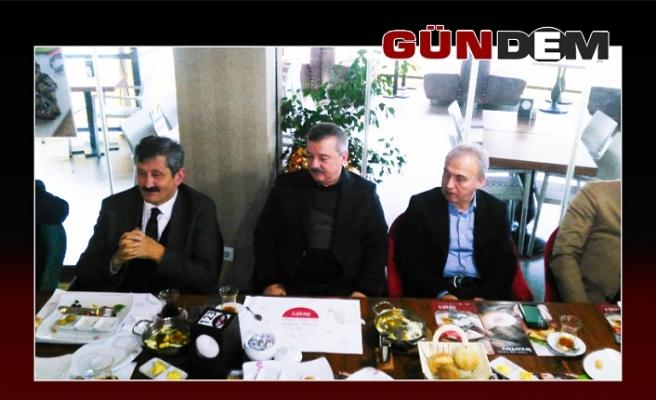 AK Partili heyet, muhtarlarla buluştu