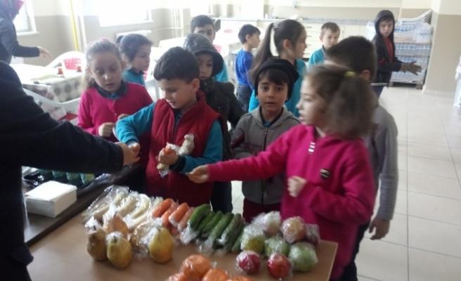 Düzce'de okul kantinlerinde meyve ve sebze dönemi