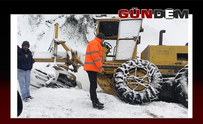 Kar küreme aracıda kaza yaptı