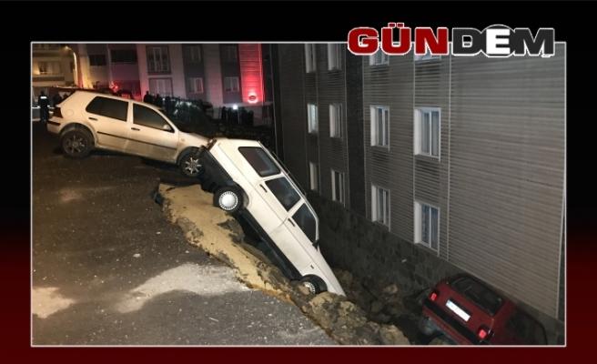 Karabük'te sitenin istinat duvarı çöktü