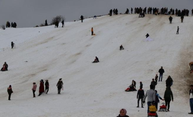 Kayak merkezi açılmadan insan akınına uğradı