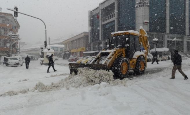 Yığılca'da kar yağışı etkisini arttırarak devam ediyor