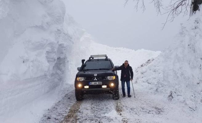 Zirveye kar tünellerin arasından ulaştılar