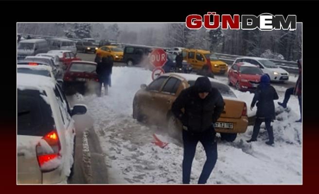 Araçlar yolda kaldı, kuyruklar oluştu!..