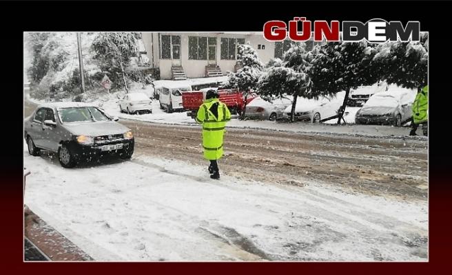 Kar ulaşımı aksattı, metrelerce araç kuyruğu oluştu!..