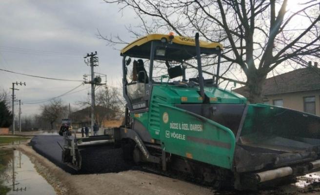 Düzce'de köy yollarında asfalt çalışması
