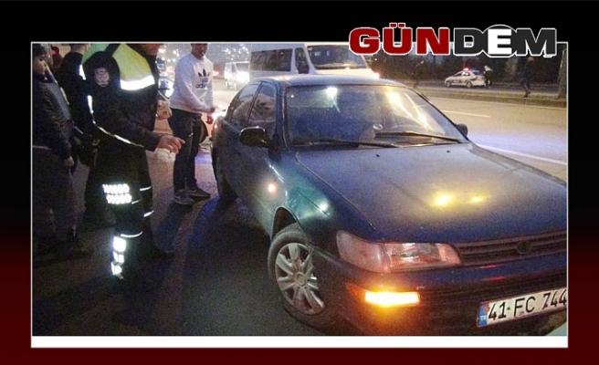Otomobil genç kıza çarptı