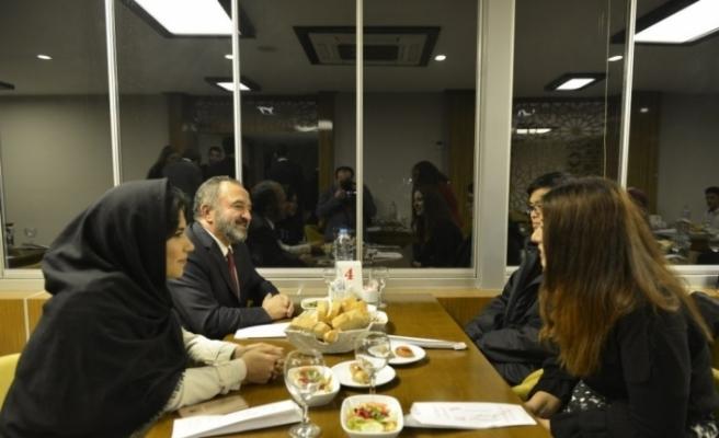 Rektör Çufalı, Uluslararsı öğrencilerle yemekte buluştu