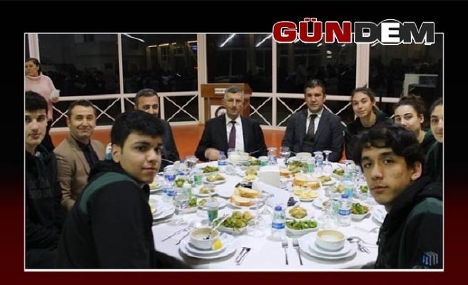 Vali Bektaş 16 takımla yemekte buluştu!..