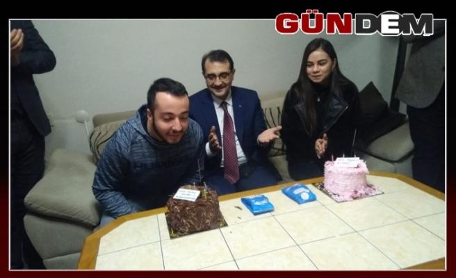 Bakan Dönmez'den doğum günü sürprizi