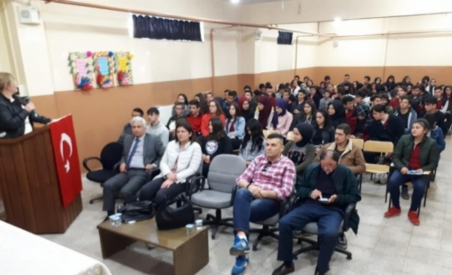 Düzce Üniversitesi yetkilileri liseli öğrencileriyle buluştu