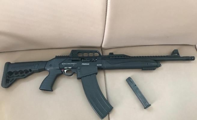 Aracında silahla yakalandı, Ramazan'ı kutlamak için aldığını söyledi