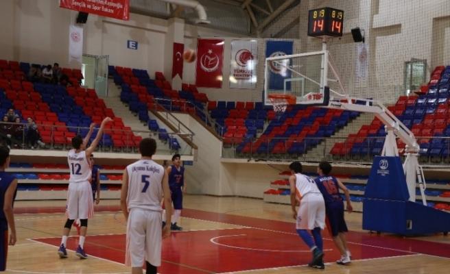 Basketbol Yıldızlar Türkiye Birinciliği müsabakaları Karabük'te başladı