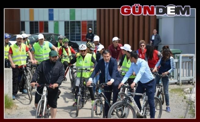'Bisikletini al da gel!'