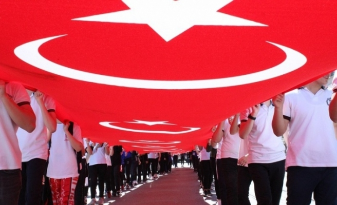 Düzce'de Gençlik Haftası renkli görüntülerle kutlanıyor