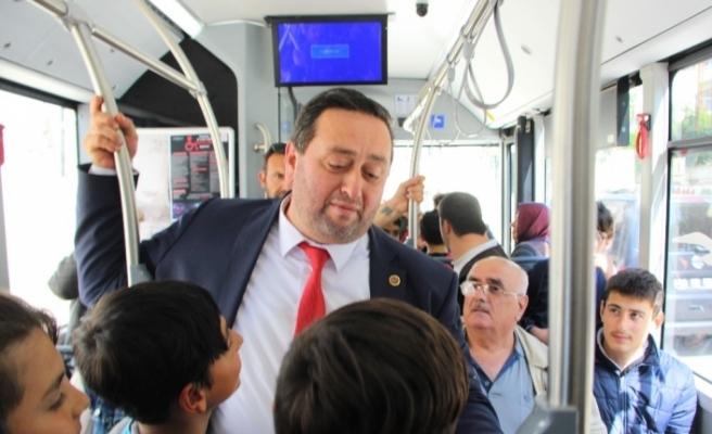 Öğrenciye ücretsiz otobüs
