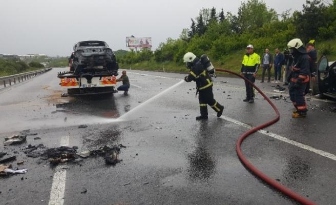 Zincirleme kaza: Lüks araç alev alev yandı