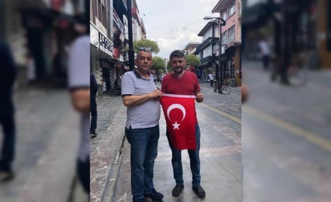 ASKF Başkan Bıyık Milli maç için bayrak dağıttı