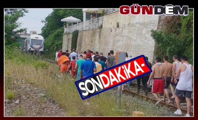 Bir kişi trenin altında kaldı!..