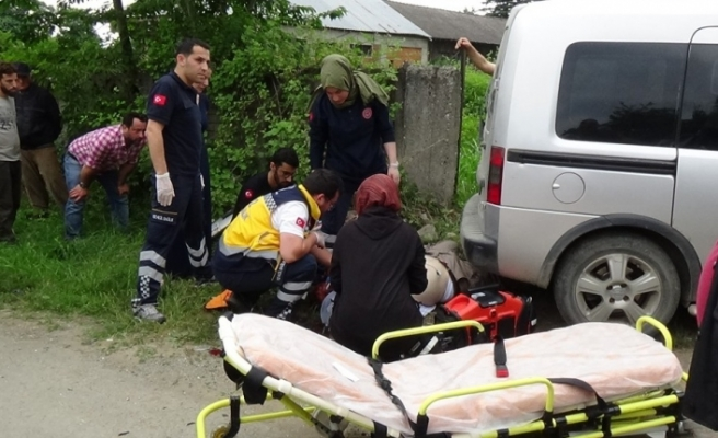 Düzce'de hafif ticari araç ile motosiklet çarpıştı: 1 ölü