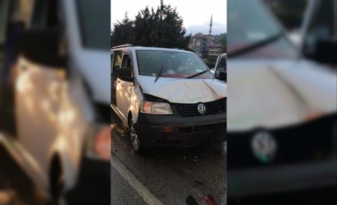 İki aracın karıştığı kazada 5 kişi yaralandı