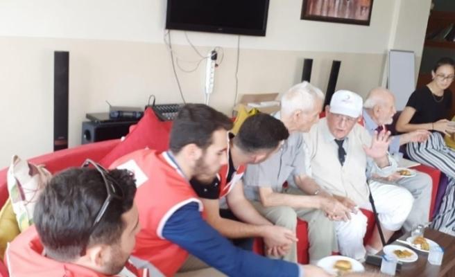 Kızılay'dan huzurevi ziyareti