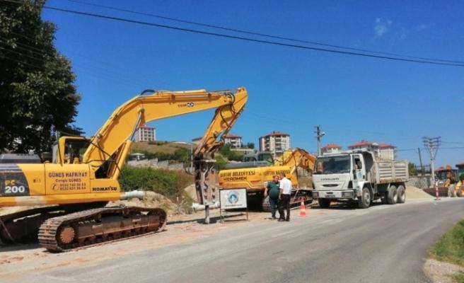 Kavallar Caddesi'nde kanalizasyon çalışması