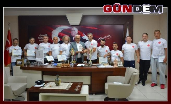 Posbıyık şampiyon takımı tebrik etti