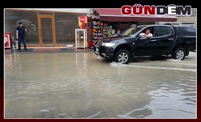 Şiddetli yağmur su baskınlarına neden oldu