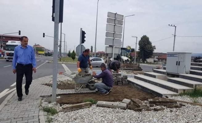 Kaynaşlı Belediyesi D-100'da peyzaj çalışmasına başladı