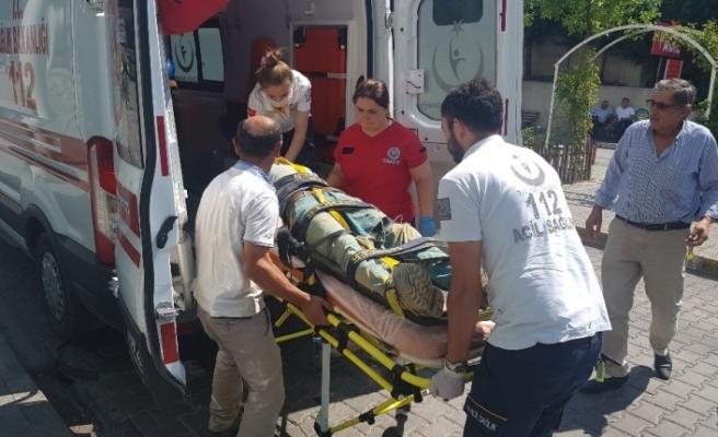 Kereste boşalttığı sırada dengesini kaybederek düşen işçi yaralandı