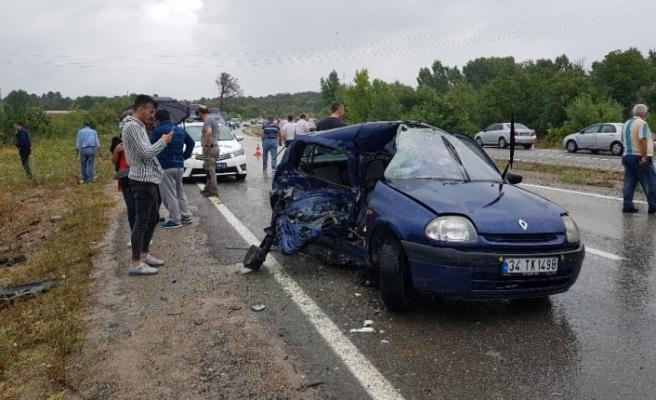 Trafik kazasında yardım için duran minibüse çarptı: 1 ölü, 6 yaralı