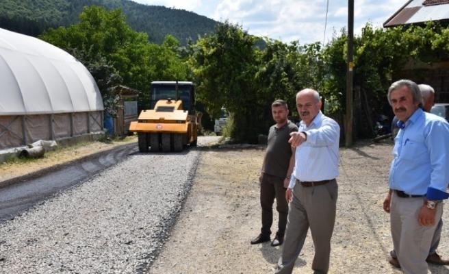 Uzun, Eskipazar ilçesinde asfalt kaplama çalışmalarını inceledi