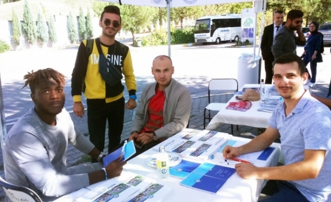 Bartın Üniversitesi'nin yeni öğrencileri kurulan stantlarda bilgilendirildi