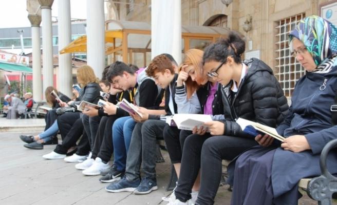 Uğurlu öğrenciler kitap okumaya dikkat çektiler