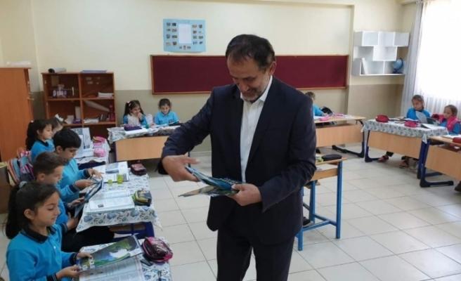 Başkan Şahin'den öğrencilere coğrafya atlası
