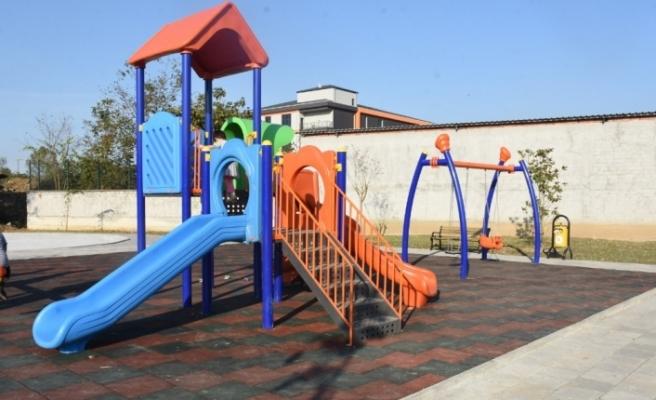 Düzce Belediyesi park ihtiyaçları bir bir tamamlanıyor