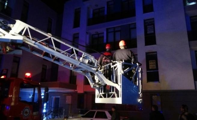 Evde bulunamayan genç kadın için itfaiye balkondan girdi