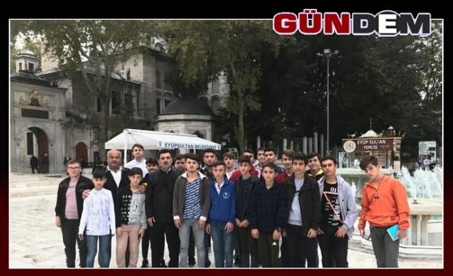 Gençler Çanakkale Şehitler Mezarlığını ziyaret etti