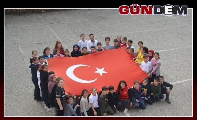 Gönüllü öğrencilerden Mehmetçiklere destek