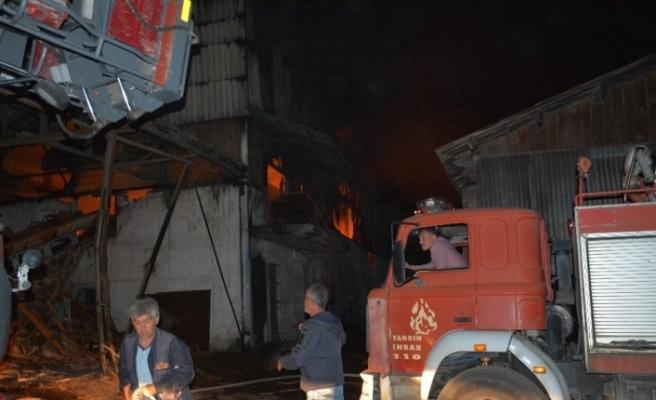 Karabük'te kereste fabrikasında korkutan yangın