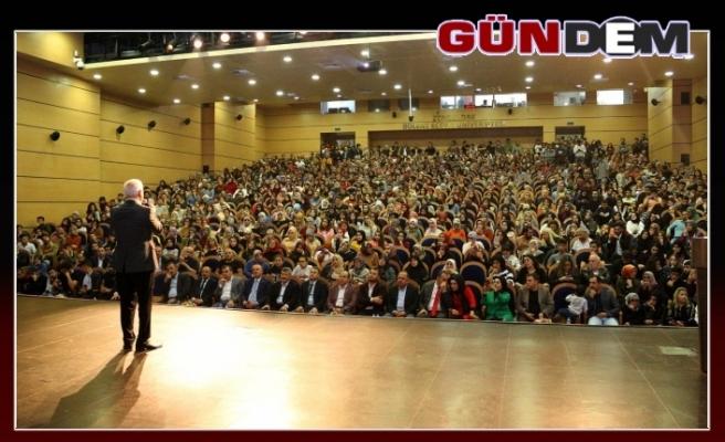 Nihat Hatipoğlu'dan konferans