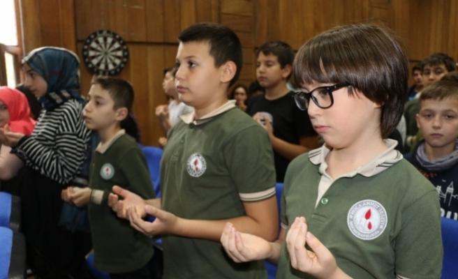 Ortaokul öğrencilerinden Mehmetçik için dua