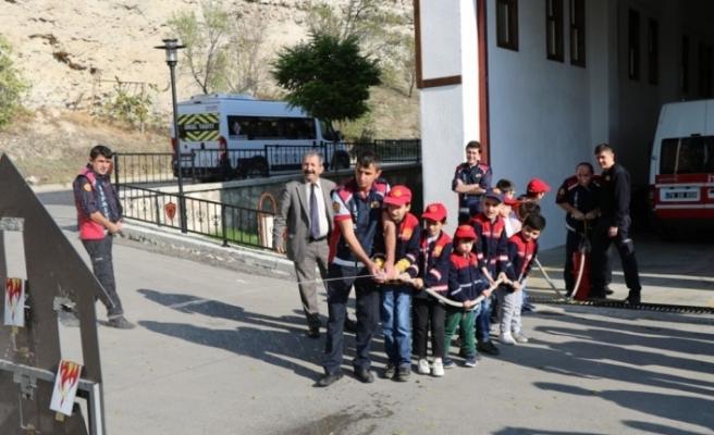 Özel çocuklar itfaiyeyi ziyaret etti