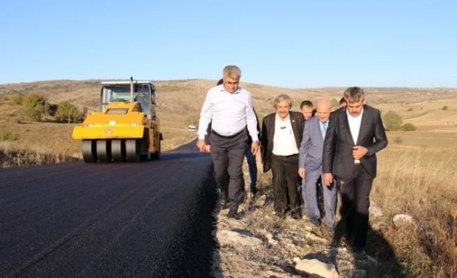Vali Gürel, asfalt çalışmalarını yerinde inceledi