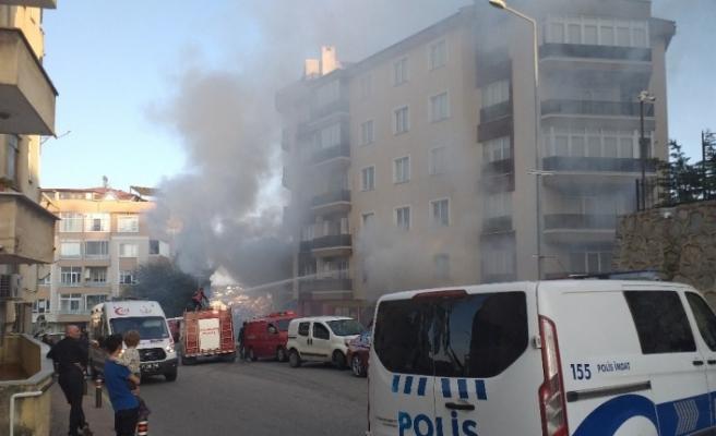 Apartmanda çıkan yangında mahsur kalan şahsı itfaiye kurtardı