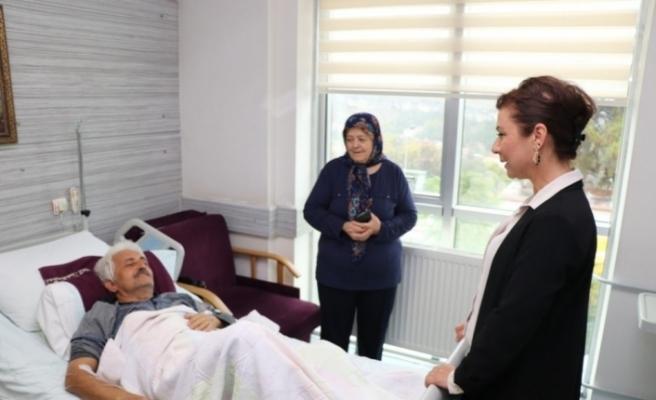 Başkan Köse hastaları ziyaret ederek moral verdi