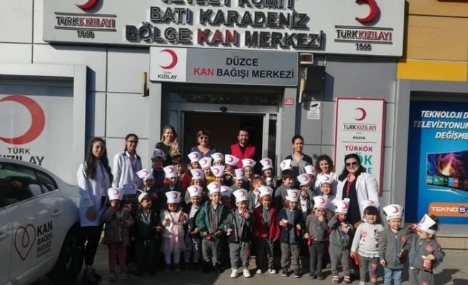Minik öğrenciler Kan Merkezini gezdi