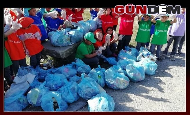 Öğrencilerden Çöp toplama yarışması
